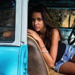 A fotógrafa que viaja o mundo registrando a beleza natural das mulheres