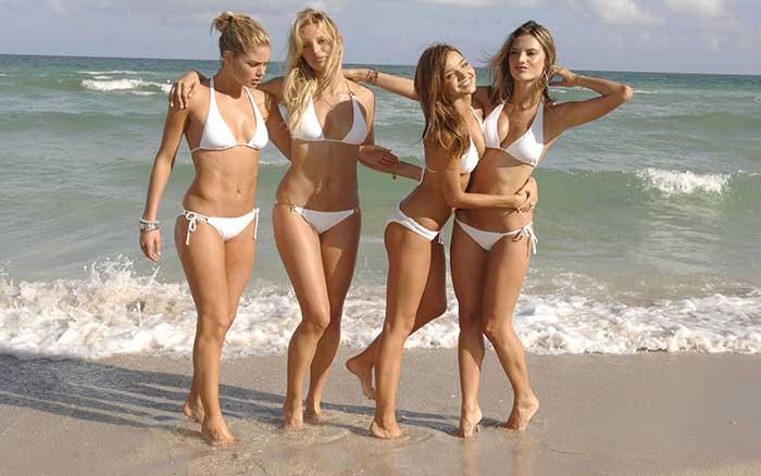 Suecas de Bikini em Ibiza