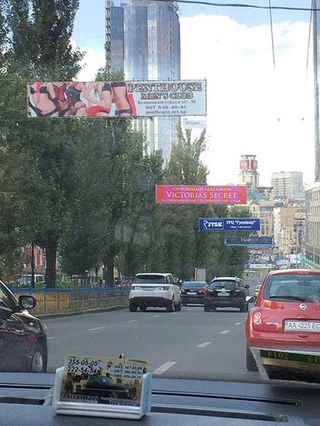 Anúncio de puteiro e stripclub em Kiev