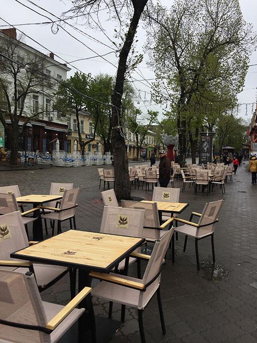 A famosa rua Derybasivska no centro - pouco movimento no frio