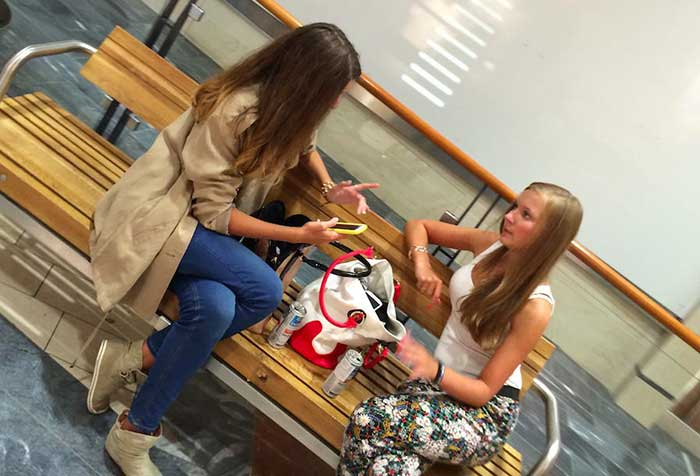 Gatinhas no shopping em Tallinn
