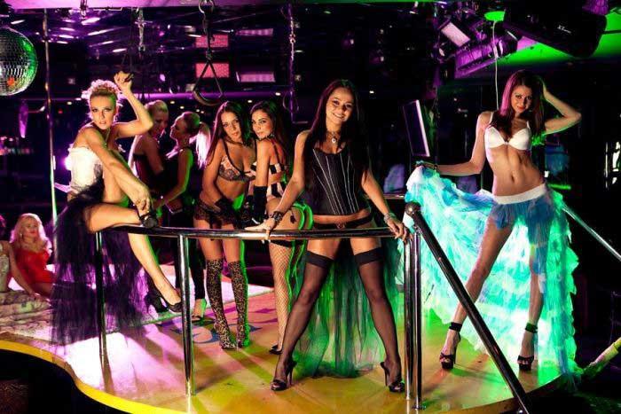 Gostosas dançarinas na balada Shooters em Kiev