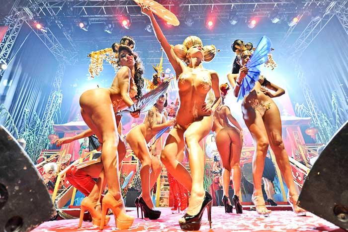 Espetáculo em Ibiza, na Espanha