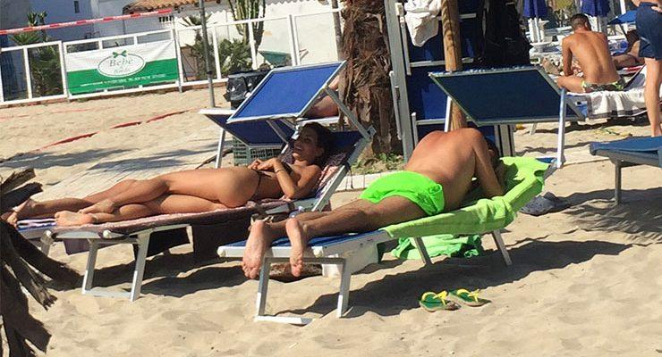 Italiana Gostosa em Praia de Fontane Bianche em Siracusa, Sicília, Itália