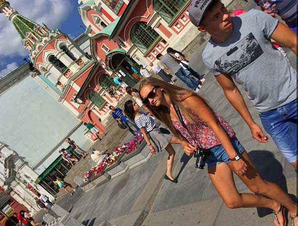 Linda turista russa em Moscou