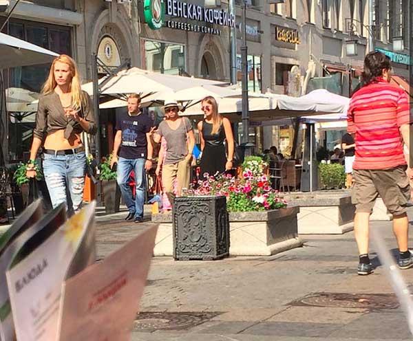 Lindas e gatas nas ruas de Moscou