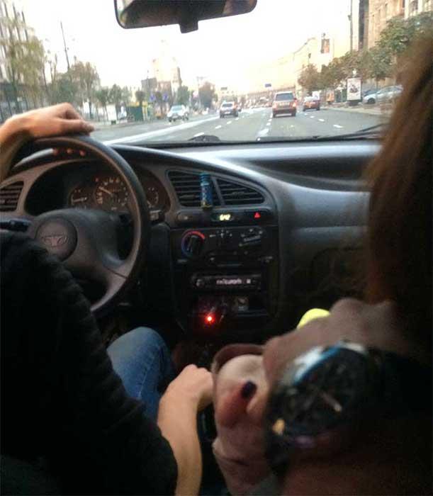 Taxi com uma bailarina em Kiev na Ucrania